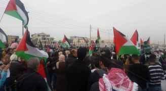 وقفة الأردنيين أمام سفارة واشنطن مستمرة.. فيديو وصور