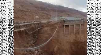 انهيار جسر على طريق البحر الميت بالكامل.. صور