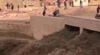الدفاع المدني لرؤيا: تأمين عدد من المواطنين داهمتهم السيول في معان