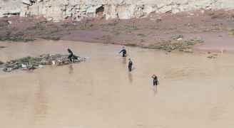 شاهد فرق الدفاع المدني وهي تبحث عن طفلة مفقودة في محافظة مادبا
