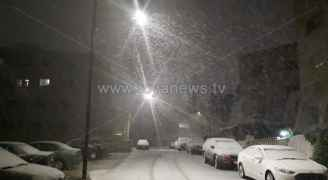 تساقط غزير للثلوج في عمّان.. والطرق سالكة بحذر شديد