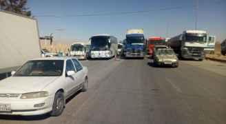 ايقاف حركة المرور أمام سالكي الطريق الصحراوي في منطقة الحسينية - صور