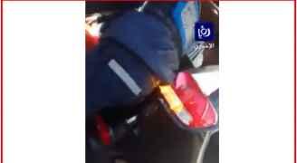 خاص - بالفيديو لحظة وصول أحد مصابي حادثة الانفجار الى مستشفى السلط