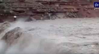 بالفيديو .. منظر مدهش لفيضان سد الوالة بعد امتلائه بنسبة 100 بالمئة