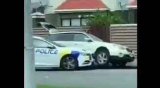 شاهد لحظة القبض على منفذ هجوم المسجدين بنيوزلندا.. فيديو