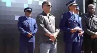 نائلة حسن قائد الشرطة في نيوزيلندا تبكى أثناء الوقفة الاحتجاجية فى نيوزيلندا - فيديو