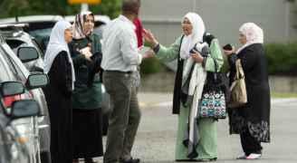 أطفال وشباب وشيوخ في عداد المفقودين.. عائلات تبحث عن أبنائها بعد مجزرة نيوزيلندا