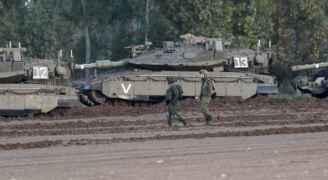 بالصور.. نتنياهو يعقد اجتماعا أمنيا والاحتلال ينشر دباباته على حدود غزة