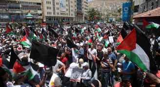 """الوقفات والاحتجاجات  الفلسطينية متواصلة رفضا لـ """"صفقة العصر و""""ورشة البحرين"""""""