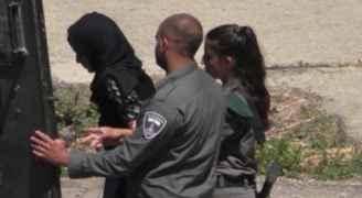 الاحتلال يعتقل شابة فلسطينية أثناء عودتها من الأردن