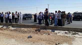 ازدحامات واختناقات مرورية على الطريق الصحراوي - صور