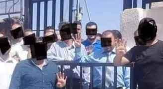 """نقابة المعلمين توضح ملابسات رفع شعار """" رابعة"""""""