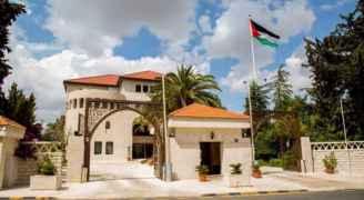 الحكومة تؤكد التزامها بالحوار وحرصها على كرامة المعلم وعدم المساس بهيبته
