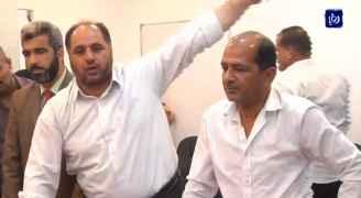 مشادات بين أولياء أمور طلبة ومعلمين في اربد على خلفية مطالب بانهاء الاضراب.. فيديو