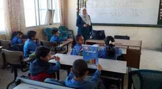 مدرسة في الكرك تكسر الإضراب وتعطي حصصا للطلبة.. صور