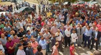 وقفة احتجاجية للمعلمين أمام مديرية تربية وتعليم ماركا- صور