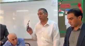 ولي امر طالبة يعتذر عن اقتحام غرفة المعلمات - فيديو