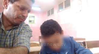 معلم يرفض الإضراب بتدرسيه طالباً واحداً بمدرسة في الزرقاء.. صور