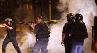 الأمن اللبناني تطلق القنابل المسيلة للدموع لتفريق المتظاهرين.. فيديو وصور