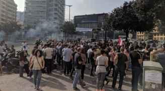 اللبنانيون يواصلون احتجاجاتهم ضد الأوضاع المعيشية ويطالبون برحيل حكومة الحريري- فيديو وصور