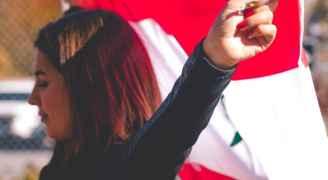 بالفيديو والصور.. شاهد تظاهر الشعب اللبناني ضد حكومته