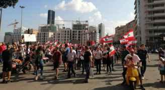 توافد المتظاهرين الى ساحة رياض الصلح وسط بيروت ..لبنان ينتفص.. صور