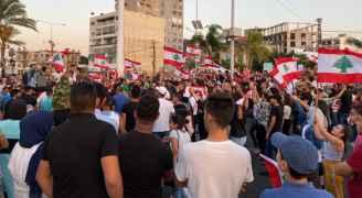 لبنان ينتفض لليوم السابع.. والمصارف تغلق أبوابها