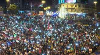 """بعد """"صدمة"""" الحريري.. احتفالات و""""إصرار"""" في ساحات الاحتجاج"""