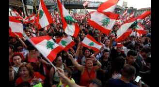 الجيش اللبناني يدعو المتظاهرين لفتح كل الطرق المغلقة فورا