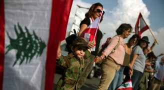 لليوم الخامس عشر على التوالي.. اللبنانيون يواصلون احتجاجاتهم وقطع الطرقات