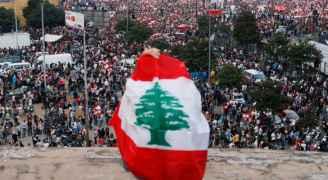 محتجون يتظاهرون أمام عدد من المرافق العامة في بيروت ومختلف المحافظات