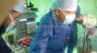 وزير الصحة يشارك في العملية الجراحية لأحد مصابي حادثة جرش الأثرية .. فيديو