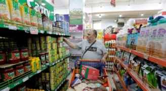 اللبنانيون يتهافتون للتموّن خشيةً من تفاقم الأوضاع الاقتصادية