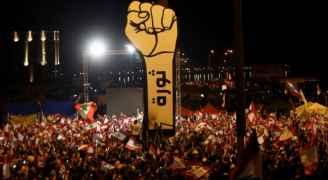 """تظاهرات لبنان.. """"أحد الإصرار"""" وسباق من الانهيار"""