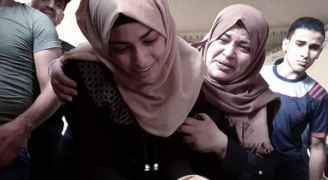 شاهد .. شابة فلسطينية تودع زوجها الشهيد بغزة:لمين تركتني