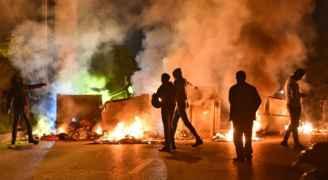 مواجهات عنيفة بين متظاهرين لبنانيين وقوات الجيش في بيروت.. فيديو وصور