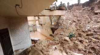 انهيار جدار استنادي يتسبب باخلاء عمارة سكنية في عين الباشا.. فيديو