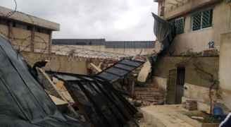 انهيار سور خارجي لمركز إصلاح الرصيفة يخلف خسائر مادية ويثير الهلع بين المواطنين - صور