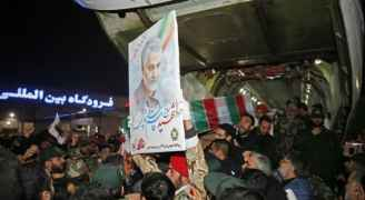 مئات الآلاف يشيعون جثمان قاسم سليماني في إيران - فيديو وصور