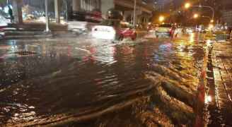 تحذير من ارتفاع منسوب المياه في طرقات العاصمة بسبب غزارة الأمطار