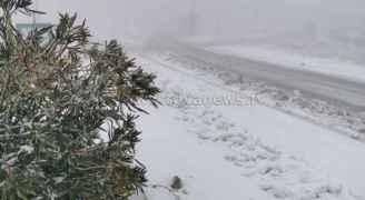 اخر تطورات المنخفض الجوي ..اشتداد غزارة الأمطار وكثافة الهطولات الثلجية مساء الخميس ..فيديو