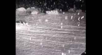 شاهد تساقط كثيف للثلوج في منطقة تبوك شمالي السعودية.. فيديو