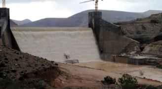 شاهد فيضان المياه من سد الوالة للمرة الأولى هذا الموسم.. فيديو