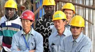 """وزير الصحة: فريق طبي توجه لمشروع العطارات لفحص """"عمال صينيين"""""""