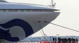 """""""كارثة"""" تلم بالسفينة المحجوزة في مياه اليابان.. وعلى متنها 61 مصابا بكورونا"""