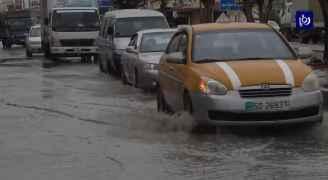 أمطار ورياح شديدة وتجمعات مائية في عدد من مناطق إربد - فيديو