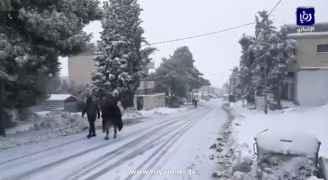 الطفيلة: استمرار تساقط الثلوج وإغلاق جزئي لبعض الطرق.. فيديو وصور