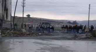 مواجهات عنيفة بين الفلسطينيين وقوات الاحتلال عند المدخل الشمالي لمدينة البيرة - فيديو