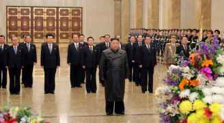 """أول ظهور لزعيم كوريا الشمالية علنا منذ تفشي """"كورونا"""""""