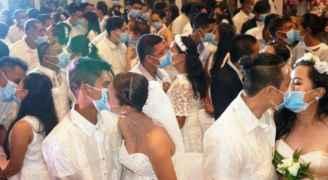 فيروس كورونا يرعب العالم وحفلات الزفاف .. قبلات بالكمامات